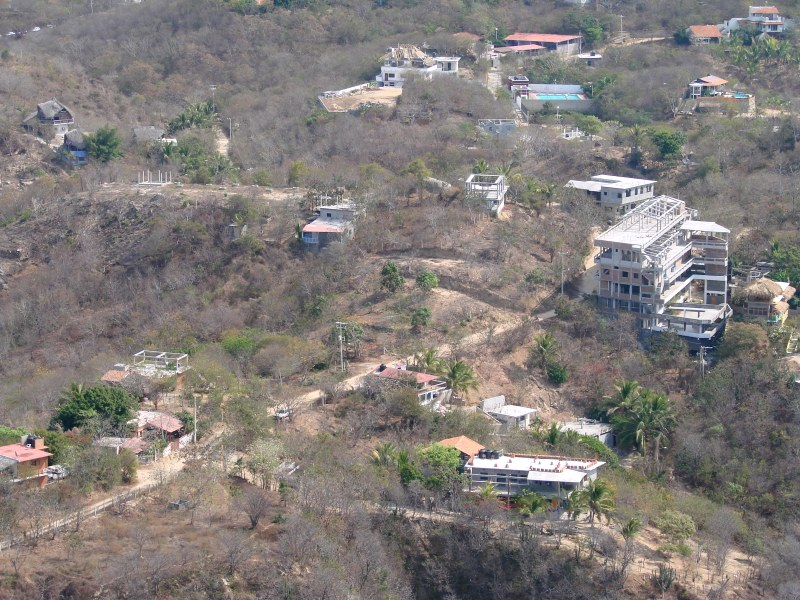 development at east end of Zipolite